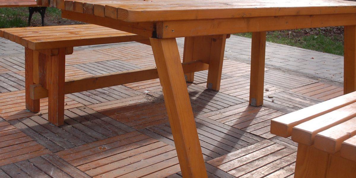 Viete sa správne starať o drevený nábytok?